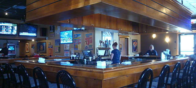 Snappers-Bar-and-Grill-032714-5